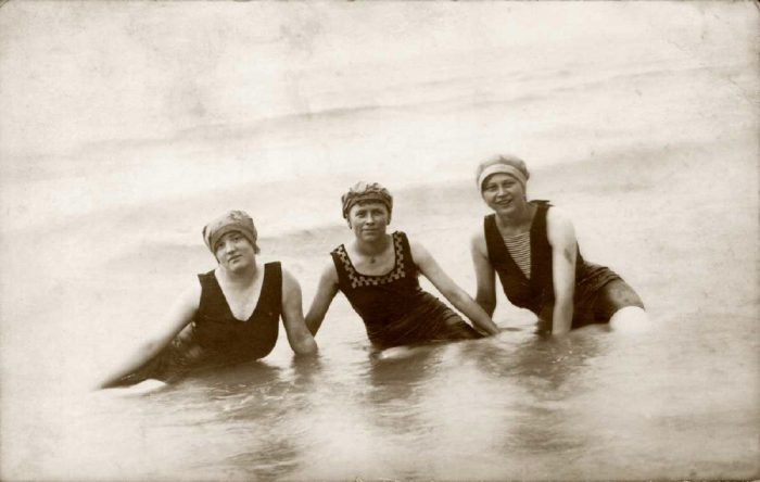 France - Baigneuses - vers 1920